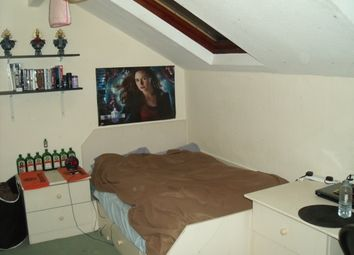 4 bed shared accommodation to rent in Estcourt Terrace, Leeds, Headingley LS6