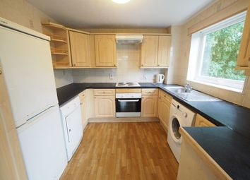 2 bed flat to rent in Greenlands Road, Staines TW18