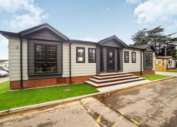 2 bed mobile/park home for sale in Pickford Drive, Orchards Residential Park, Slough SL3