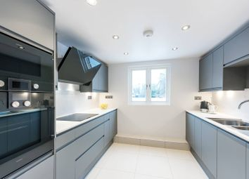 3 bed maisonette to rent in Tetcott Road, Chelsea, London SW10