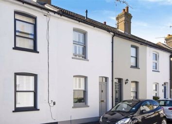 Station Road, Meopham, Gravesend DA13. 3 bed terraced house