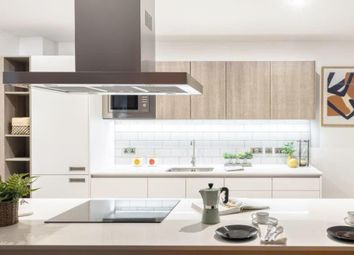 Clapham Road, London SW9. 3 bed flat for sale