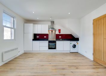 1 bed flat to rent in High Street, Epsom KT19