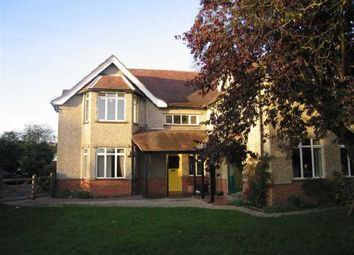 Thumbnail 2 bed flat to rent in Highfield Avenue, Newbury