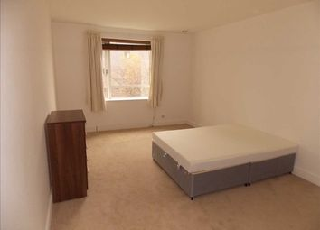 Thumbnail Studio to rent in Westferry Circus, London