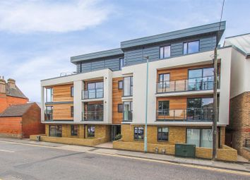 2 bed flat to rent in Mill Road, Hertford SG14