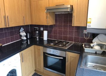 2 bed flat to rent in Church Road, London W3