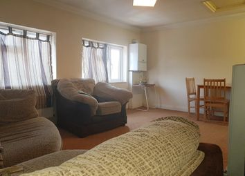 2 bed flat to rent in Crayford Road, Kent DA1