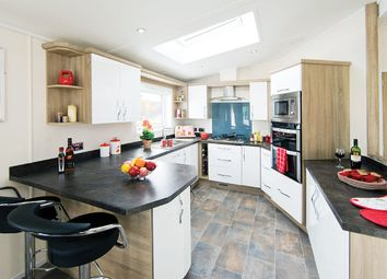 Thumbnail 3 bedroom mobile/park home for sale in Shorefield Road, Ringwood