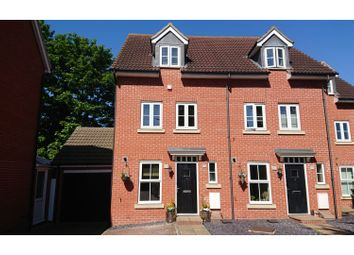 3 bed town house for sale in Ironwell Close, Rochford SS4