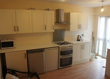 Thumbnail 2 bed flat to rent in Grays Road, Slough