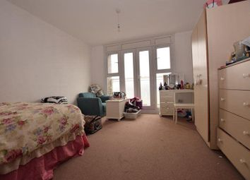 Thumbnail 3 bedroom flat to rent in Paragon Road, Hackney