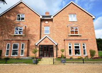 Thumbnail 2 bedroom flat to rent in Ascot Road, Holyport, Maidenhead