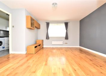 2 bed flat to rent in Salmon Road, Dartford, Kent DA1