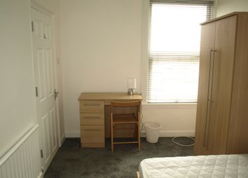 Thumbnail Room to rent in Byron Road, Gilingham