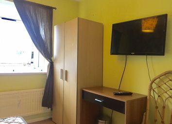 Thumbnail Room to rent in Room 3, Barnfield Place