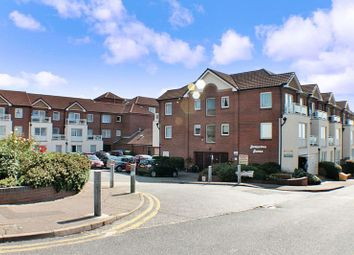 Thumbnail 1 bedroom flat for sale in Homecove House, Westcliff-On-Sea