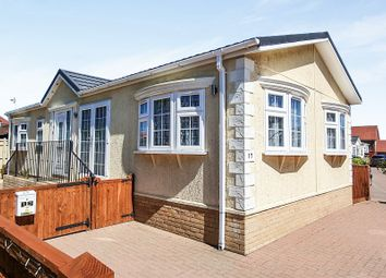 2 bed mobile/park home for sale in New Road, Hellingly, Hailsham BN27