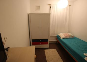 Thumbnail Room to rent in Murray Square, London