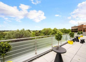 Thumbnail 2 bedroom flat for sale in Great West Road, Brentford