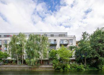 14 Orsman Road, De Beauvoir N1. 2 bed flat