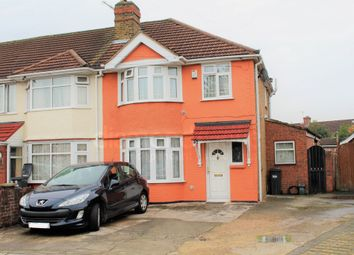 Thumbnail 3 bed terraced house for sale in Meadowbank Gardens, Hounslow