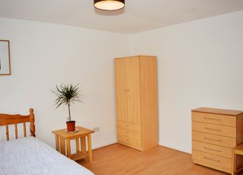 Room to rent in Vallance Road, East London E1