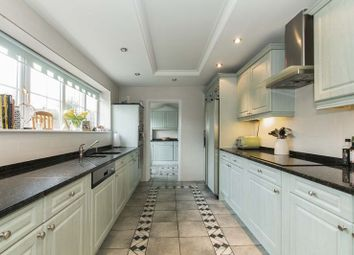 Thumbnail 5 bed detached house to rent in Baldwins Hill, Loughton