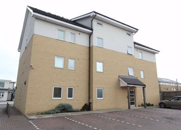 2 bed flat to rent in Linden Court, Benfleet, Essex SS7