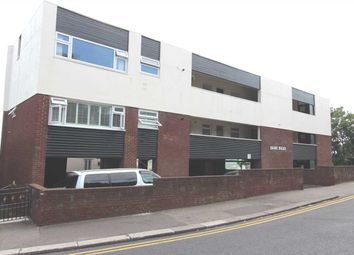 Thumbnail 2 bed flat to rent in Leigh Park Road, Leigh-On-Sea