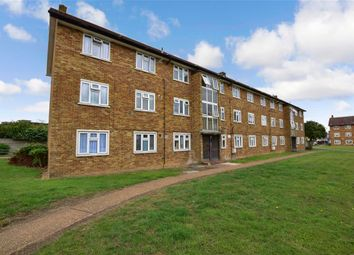 Heathcote Avenue, Ilford, Essex IG5. 3 bed flat