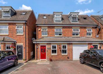 Stratford Close, Aston Clinton, Aylesbury HP22. 4 bed semi-detached house