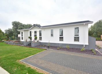 Thumbnail 2 bedroom mobile/park home for sale in Crystal Lakes Park, Low Road, Fenstanton, Huntingdon, Cambridgeshire