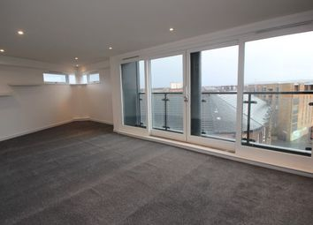 2 bed flat to rent in Templeton Street, Glasgow G40