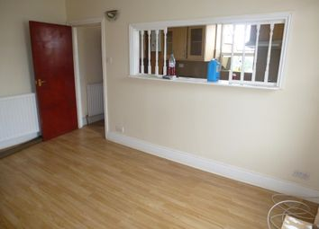 Thumbnail 2 bed flat to rent in Stevens Crescent, Totterdown, Bristol