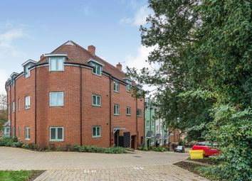 Summerhouse Hill, Buckingham MK18. 2 bed flat for sale