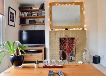 Thumbnail 1 bed flat to rent in Clapham Park Road, London