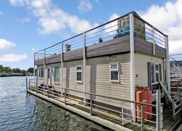 Hartford Marina, Banks End, Huntingdon, Cambridgeshire PE28. 1 bed houseboat for sale
