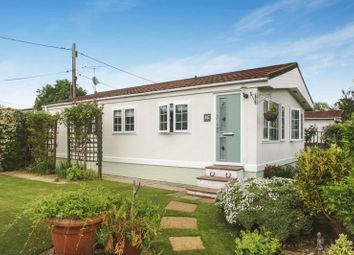 Thumbnail 2 bed mobile/park home for sale in Westhorpe Park, Westhorpe, Marlow