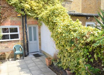 2 bed maisonette to rent in Southfield Road, Chiswick W4