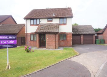 Thumbnail 4 bedroom detached house for sale in Pickwick Close, Thornhill