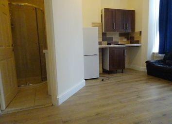 Thumbnail Studio to rent in Woodside Road, Sutton