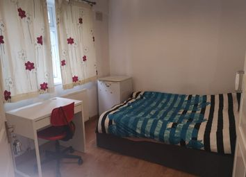 Thumbnail Room to rent in Oakfield Court, Hendon Way, London