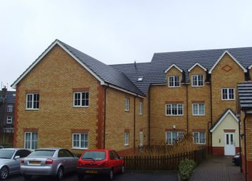 2 bed flat to rent in The Wickets, Luton, Bedfordshire LU2