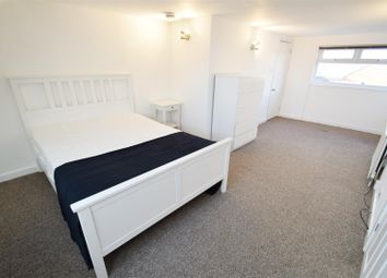 Thumbnail 1 bedroom property to rent in Gosbrook Road, Caversham, Reading