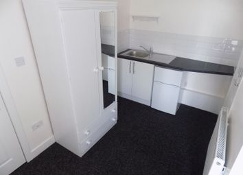 Thumbnail 1 bed terraced house to rent in Chatsworth Road, Luton