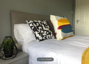 Room to rent in The Square, Castleford WF10