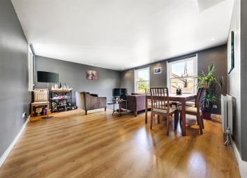 Stockwell Park Crescent, London SW9. 2 bed flat