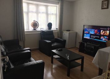 2 bed maisonette to rent in Eastern Avenue, Ilford IG2