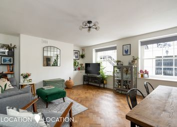 Albion Road, London N16. 2 bed flat for sale